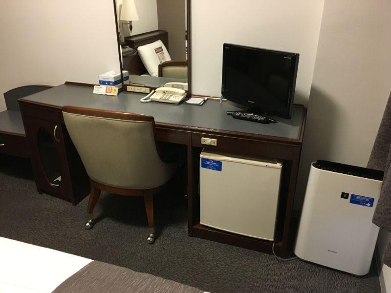 コンフォートホテル豊川の机